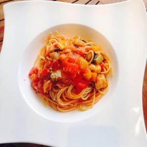 カナルカフェ 季節野菜のトマトソースパスタ