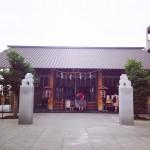 カフェと一つになったモダンパワースポット 神楽坂「赤城神社」